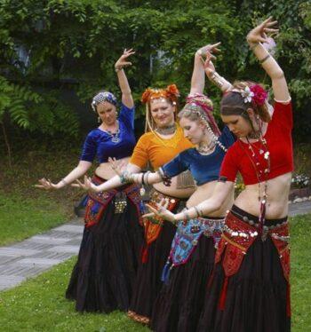 4 Wüstenrosen tanzen im Garten